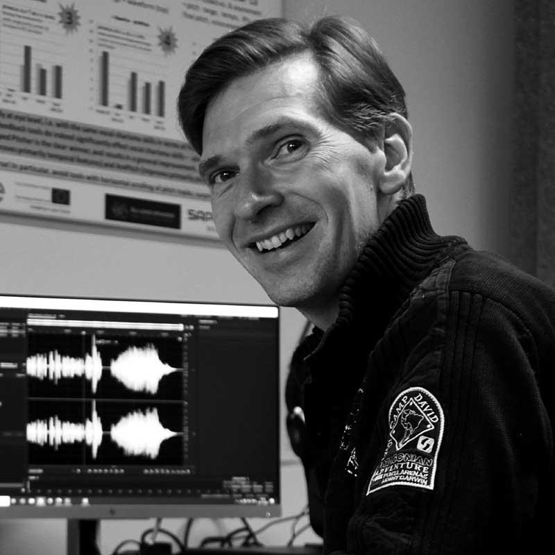 Dr. Oliver Niebuhr